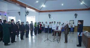 Wali Kota Kotamobagu, Ir. Hj. Tatong Bara saat melantik 19 pejabat struktural