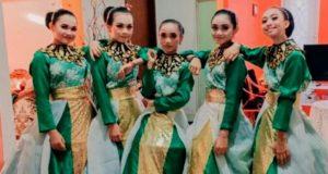 Tim tari kreasi dari Sanggar Seni Pinogoluman SMP Negeri 1 Kaidipang