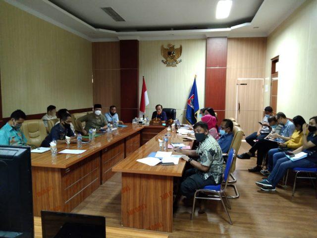 Pjs Bupati Bolaang Mongondow Timur (Boltim), Jumat (16/10/2020) mengikuti vidio coference Monev dengan KPK Wilayah III terkait 8 Bidang MCP dan penanganan Covid-19