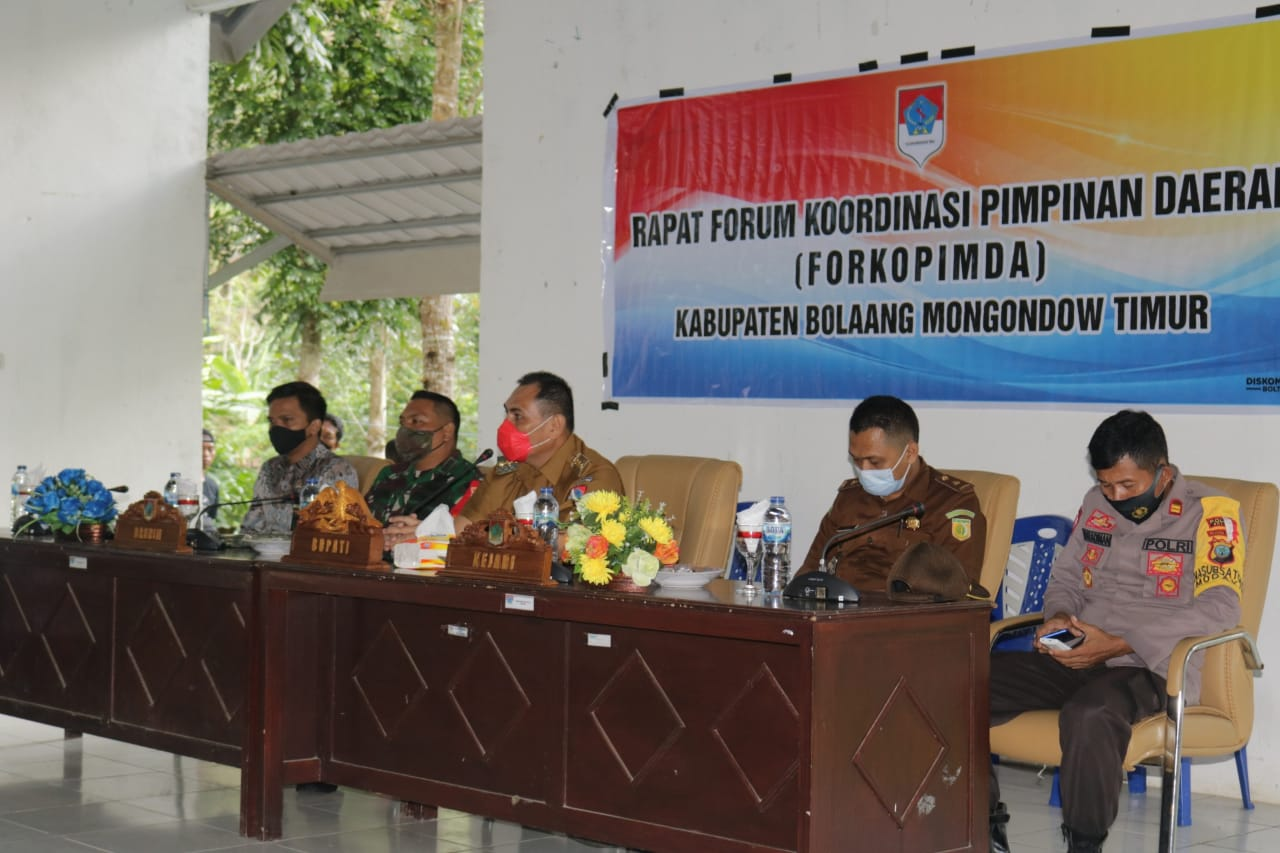 Pjs Bupati Boltim saat memimpin rapat bersama Forkopimda