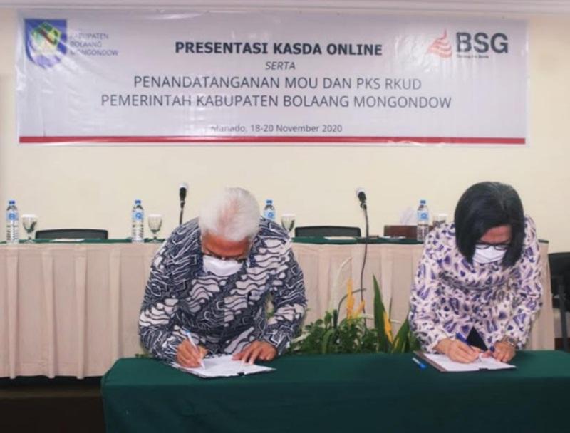 Bupati Bolmong bersama Direktur Utama Bank SulutGo, saat melakukan penandatanganan MoU dan PKS RKUD Pemkab Bolmong.