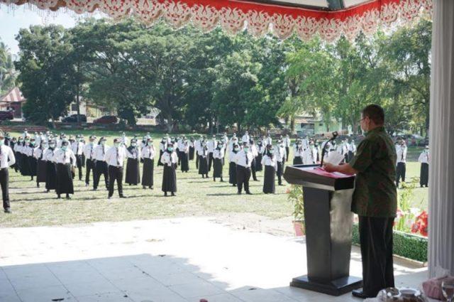 Wakil Wali Kota Kotamobagu saat memimpin upacara penutupan Latsar CPNS Kotamobagu Formasi Tahun 2018.