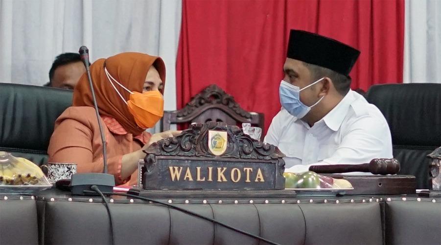 Wali Kota Kotamobagu Tatong Bara (kiri), Meiddy Makalalag (kanan)