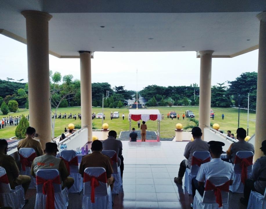 Bupati Bolmong saat memimpin Pimpin Apel Gelar Pasukan Operasi Lilin Samrat Tahun 2020.