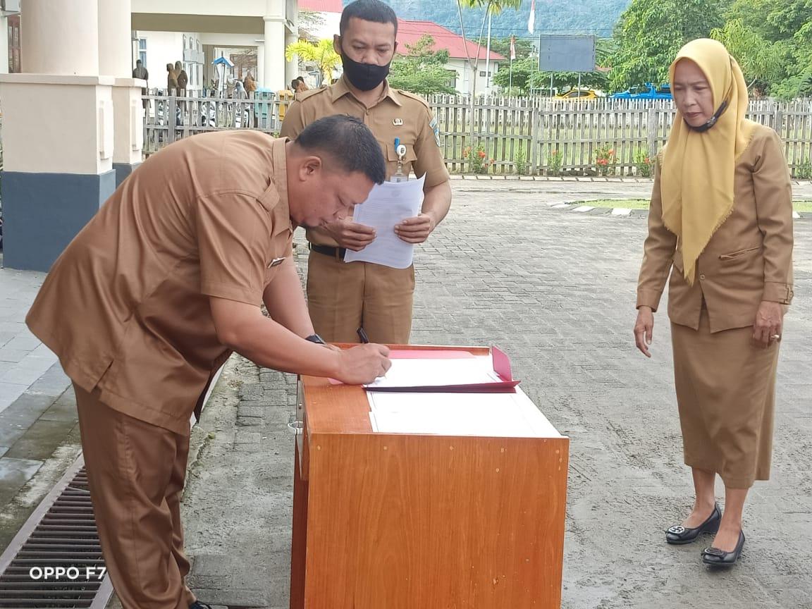 Penandatanganan Pakta Integritas di lingkup Dinas PUPR Bolmut.
