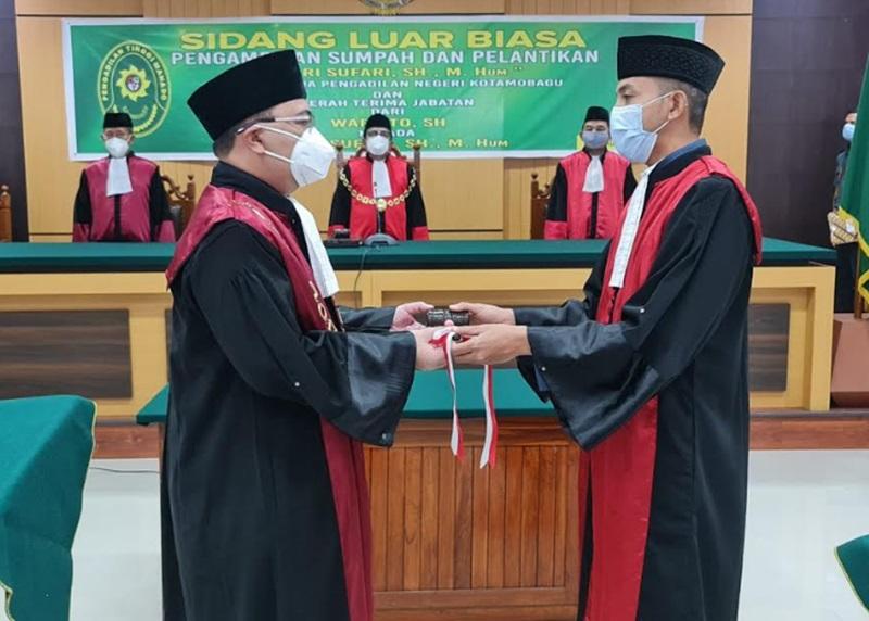 Pelantikan dan pengambilan sumpah jabatan sekaligus serah terima jabatan kepada Ketua Pengadilan Negeri (KPN) Kotamobagu Andri Sufari SH., M.Hum yang mengantikan Warsito SH.