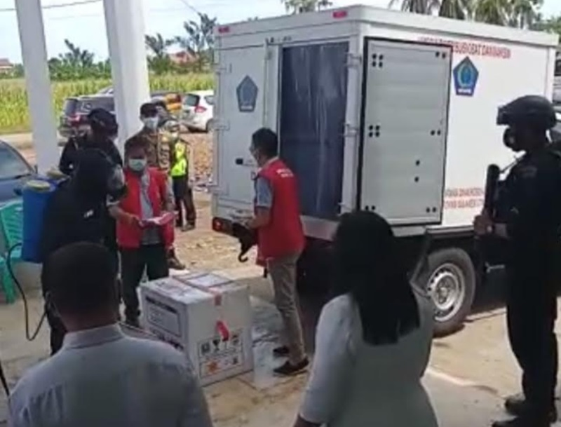 Sebanyak 2000 dosis Vaksin Covid-19 untuk tahap pertama, akhirnya telah tiba di Kabupaten Bolaang Mongondow (Bolmong), Rabu (27/01/2021).