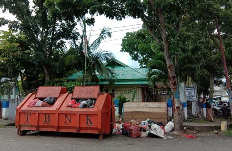 Amrol Sampah Depan Kantor Kelurahan Gogagoman Dikeluhkan