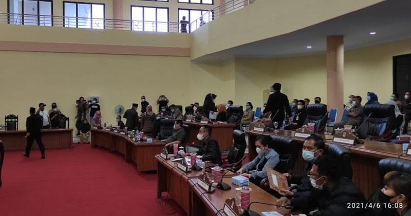 Lima Fraksi di DPRD Bolmong Sepakat Menolak Welty Komaling