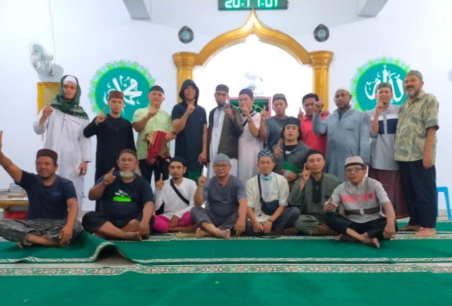 Tak Terbendung Tangis Jamaah, Saat Sholat Tarawih Terakhir di Masjid Suhada