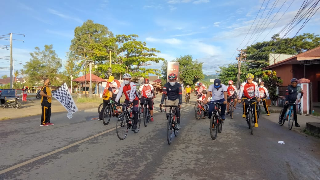 Sambut HUT Bhayangkara ke-75, Bupati Bolsel Gowes Bersama Kapolres