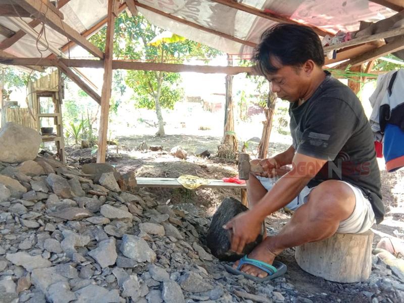 Bermodal Alat Manual Tapri Terus Produksi Lesung dan Ulekan Batu
